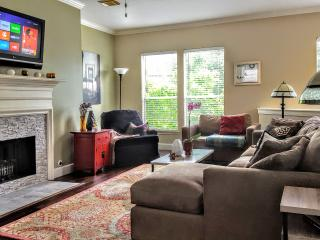 Near It All! Elegant & Comfy House in Midtown - Houston vacation rentals