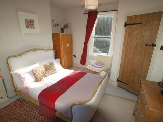 Simon's Cottage, Peak District - sleeps 1 to 6 - Sheffield vacation rentals
