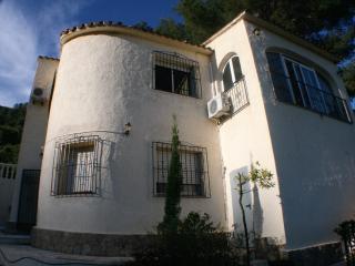 Freistehende Villa mit Pool und Garten - Benidoleig vacation rentals