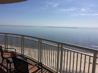 Beautiful 2 Bedroom/ 2 Bath Condo With Gulf View! bonus room with Bunk-beds . - Gulfport vacation rentals