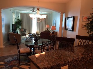 Beautiful 2 Bedroom 2 Bath Condo with bonus room with Bunk-beds . - Gulfport vacation rentals