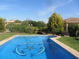 Lovely 4 Bed Villa with pool, Internet and AC - Muchamiel vacation rentals