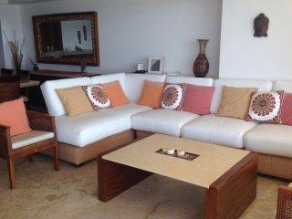Beautiful Condo with Washing Machine and Television - Acapulco vacation rentals