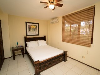 2 bedroom Apartment with Shared Outdoor Pool in Tamarindo - Tamarindo vacation rentals