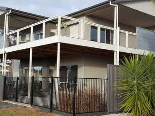 Comfortable 4 bedroom Aldinga Beach House with A/C - Aldinga Beach vacation rentals