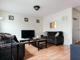 4 bedroom House with Internet Access in Long Island City - Long Island City vacation rentals