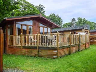 22 THIRLMERE, near Lake Windermere, private hot tub, parking, decked garden, in - Troutbeck Bridge vacation rentals