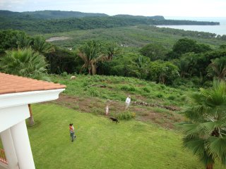 Overlooking Limoncito Bay, 2 minutes to beach - Platanitos vacation rentals