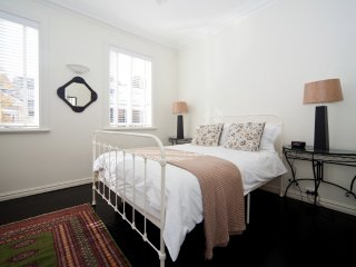 Beautifully Decorate 1 Bed Sydney Nth Shore MPT67 - McMahons Point vacation rentals