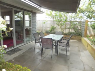 Perfect 3 bedroom House in Christchurch with Internet Access - Christchurch vacation rentals