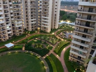 2BHK, Modern Fully Furn. Apt, Ideal for Expats/BT - Noida vacation rentals
