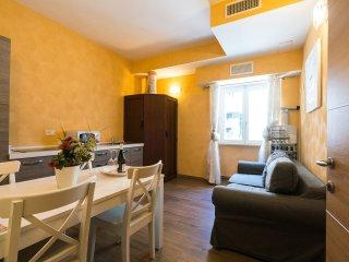 Domus Solis San Pietro: New B&B front St. Peter's - Rome vacation rentals