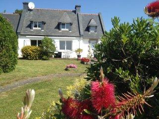 Maison en bord de mer (50 mètres) avec jardin - Tregunc vacation rentals