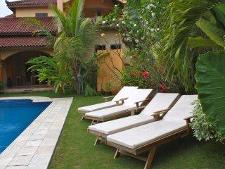 Ada Waktu, Jogja, comfort, terras, swim, B&B ! - Pleret vacation rentals