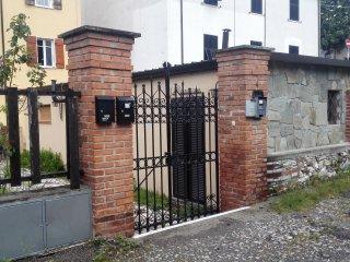 piccola dependance con giardino - Carrara vacation rentals
