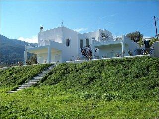 Spacious 4 bedroom Poros Villa with Internet Access - Poros vacation rentals