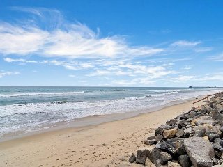 Oceanfront 3br in Oceanside, CA Designer Decorated & A/C Equipped - Oceanside vacation rentals