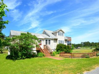 Lovely 3 bedroom Chincoteague Island House with Internet Access - Chincoteague Island vacation rentals