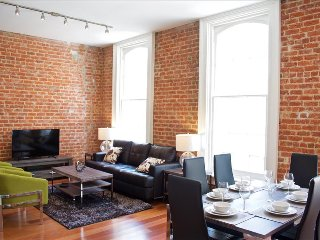 Grand Opening Stay Alfred Unbeatable Downtown Historic Location FR11 - New Orleans vacation rentals
