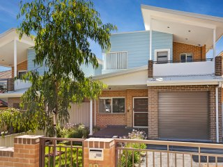 VILLA HODGINKSON -  SYDNEY - IDEAL FOR LARGE GROUP - Sydney vacation rentals