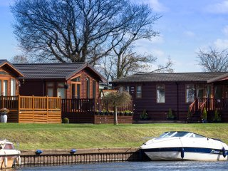 Perfect 2 bedroom Lodge in Stratford-upon-Avon - Stratford-upon-Avon vacation rentals