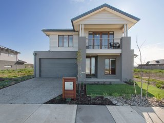 4 bedroom House with Internet Access in Werribee - Werribee vacation rentals