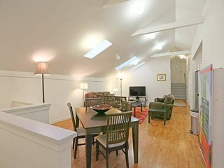 FULLY REMODELED TOP FLOOR WITH 3 BED AND 2 BATHS IN CASTRO / UPPER MARKET - San Francisco vacation rentals
