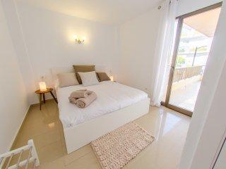 BOSSA VER 6PAX AC - Playa d'en Bossa vacation rentals