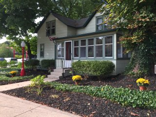 Bright 4 bedroom House in Saugatuck with Internet Access - Saugatuck vacation rentals