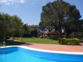 Nice Condo with Internet Access and Shared Outdoor Pool - Baia Domizia vacation rentals