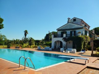 7 bedroom Villa with Internet Access in Baia Domizia - Baia Domizia vacation rentals