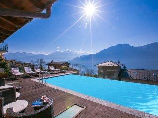Lovely 5 bedroom Villa in Mezzegra with Internet Access - Mezzegra vacation rentals
