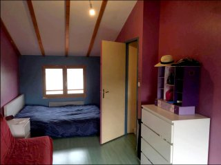 Grande chambre cosy pour 4 pers + piscine chauffée - Genas vacation rentals