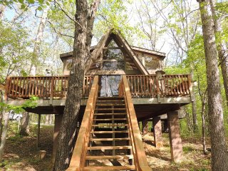 Modern, Family Friendly Chalet On Lake - Innsbrook vacation rentals