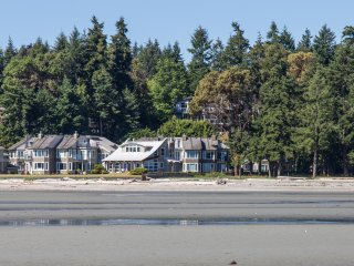 Beachfront, Rathtrevor, AUGUST 20 - 27 - Parksville vacation rentals