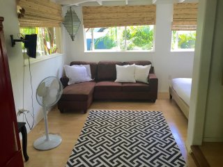 Walk to Beach from Charming  Studio Cottage - Haleiwa vacation rentals