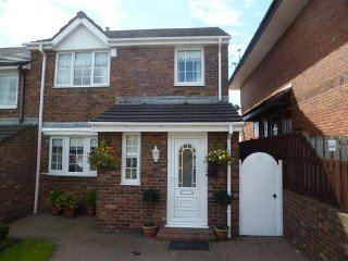 Thistledowne - Quiet family home-Parking-Conservatory-Near Marina - Sunderland vacation rentals