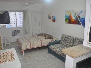 Kitchenette, 2 quadras da praia central, - Balneario Camboriu vacation rentals