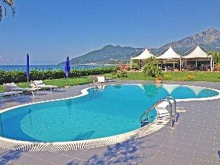 Residence direttamente sul mare, bilocale N° 18A - Policastro Bussentino vacation rentals