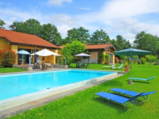 Bright Villa with Internet Access and A/C - Licciana Nardi vacation rentals