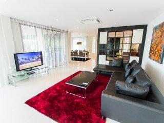 5Bed Hill Side Sea View Villa4 -Chalong - Chalong Bay vacation rentals