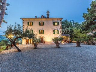 Charming 6 bedroom Monterchi House with Deck - Monterchi vacation rentals