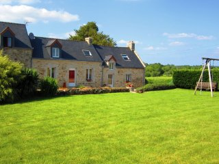 Comfortable Cottage in Morbihan with Satellite Or Cable TV, sleeps 5 - Morbihan vacation rentals