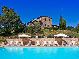 6 bedroom Villa in Tepolini, Tuscany, Italy : ref 2269848 - Castel Del Piano vacation rentals