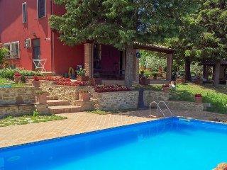5 bedroom Villa in Limigiano, Umbria, Italy : ref 2269904 - Collemancio vacation rentals