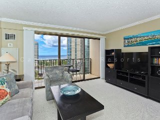 Ocean view high floor 1-bedroom, AC, WiFi, parking, washer/dryer and washlet! - Waikiki vacation rentals