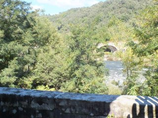 Au bord de la rivière, au calme, proche commerce - Prades vacation rentals