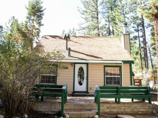 The 4 Sierras Cabin: The perfect cozy getaway - Big Bear City vacation rentals
