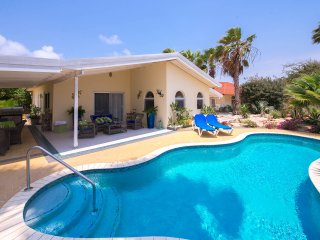 Beautiful 3 bedroom Noord Villa with Deck - Noord vacation rentals