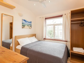2 Bedroom Apartment with Lovely living area - London vacation rentals